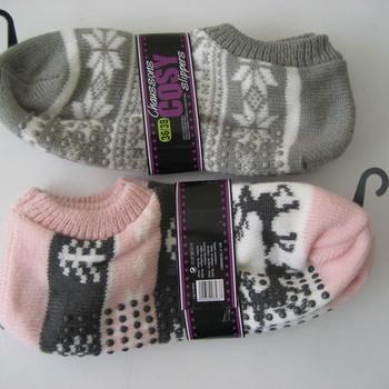 chaussons tricot jacquard 36/38 en rose et 39/41 en gris en PROMO