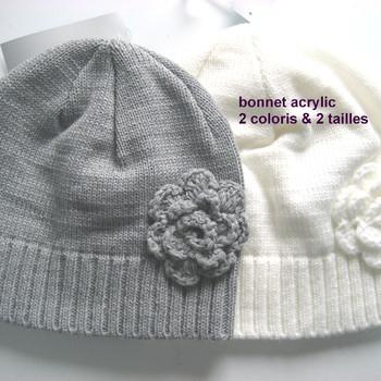 bonnet tricot avec fleur en PROMO