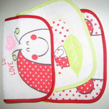 bavoirs éponge dos plastifié pour les bébés - coccinelle - 3 pour 3.40€