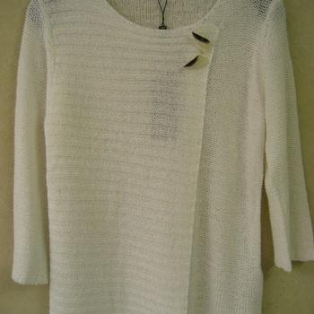 pull casamia léger avec 2 boutons en forme de papillon - taille S blanc - L marine en PROMO
