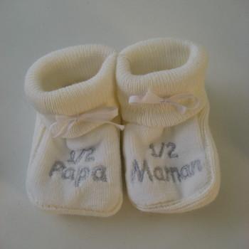 "chaussons brodés ""1/2 maman, 1/2 papa"""