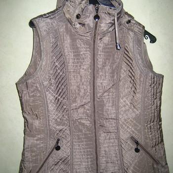 veste sans manches pour dame avec capuche amovible - taille 40 à 54
