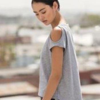 t-shirt coton/polyester avec trous aux épaules