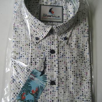 chemise courtes manches fond blanc avec pois de couleur