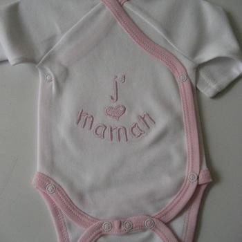 "body brodé naissance ""j'aime maman"" fond blanc, rose ou bleu"