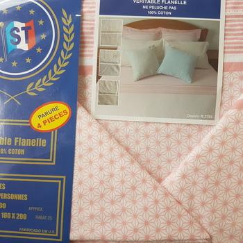 drap plat + drap housse + 2 taies pour lit de 2 personnes - flanelle -beige petits dessins