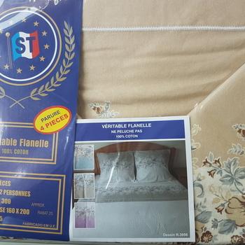 drap plat + drap housse + 2 taies pour lit de 2 personnes - flanelle -beige fleurs moyennes