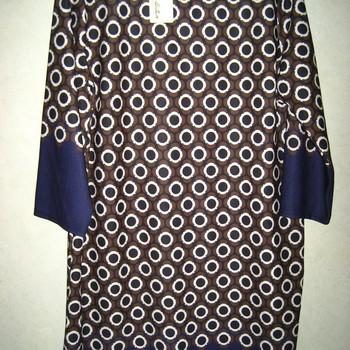 robe pour dame - ronds brun en PROMO 44/48