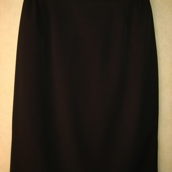 jupe droite doublée avec élastique à la taille + 1 bouton derrière - taille 42/44 : noir