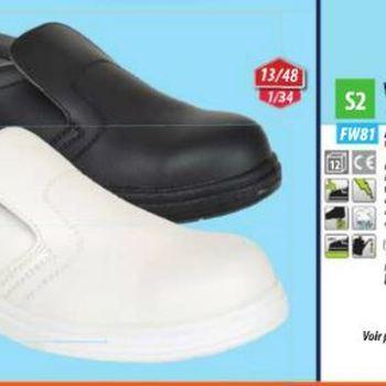 chaussures de cuisine blanches ou noires ou mocassins