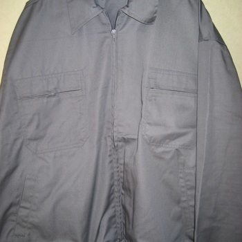 veste grise avec tirette avec serrage élastique dans le bas et aux manches