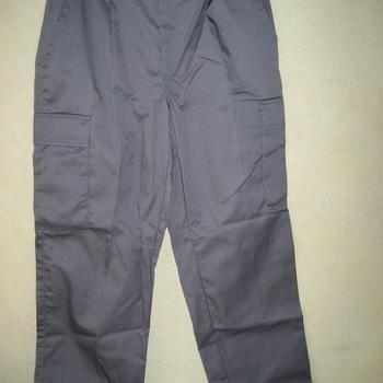 pantalon gris avec poches sur le côté en PROMO